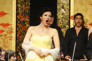 Konzertdirektion Schlote: Galakonzert Operette - Schenkt man sich Rosen in Tirol... Monika Medek, Sopran; Christian Bauer, Tenor; Christian Pollak, Dirigent; Chor und Orchester des Operettentheaters Salzburg