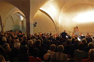 Donna Elvira, Vitellia und Fiordiligi beim grossen Mozart Galakonzert zusammen mit dem KuenstlerOrchesterWien unter der Leitung von Prof. Werner Hackl im Laienbrueder Dormitorium des Stifts Lilienfeld