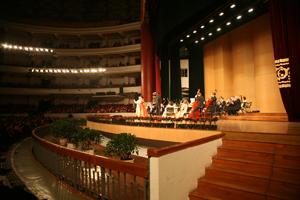 Uhrenduett, Johann Strauss Konzert Chongqing Concert Hall, China; Vienna Palace Orchestra unter der Leitung von Ernst Theis, Monika Medek, Sopran und Franz Leitner, Tenor