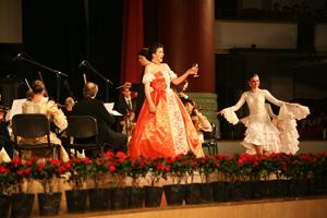 Schwipslied, Johann Strauss Konzert Chongqing Concert Hall, China; Vienna Palace Orchestra unter der Leitung von Ernst Theis, Monika Medek, Sopran und Savastopol Academic Dance Theatre