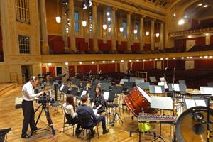 Im Interview fuer die Welturauffuehrung der Sinfonie Gebetsfahnen im Wiener Konzerthaus